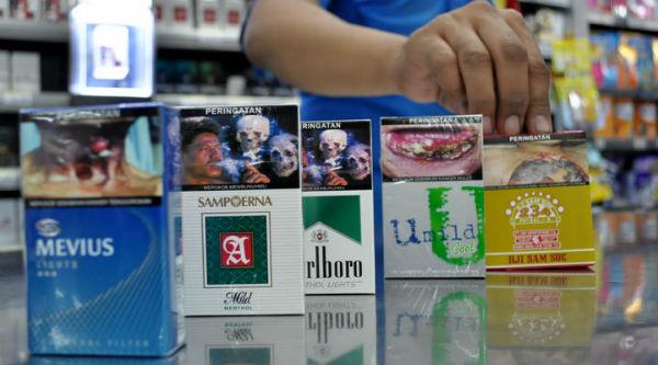 Foto Gambar Seram di Kemasan Bungkus Rokok